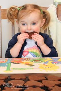 2014_03_17_eatingcookies03-Edit