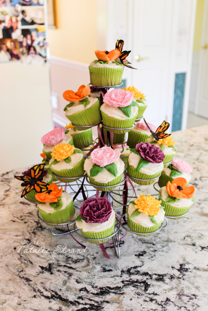 these flower cupcakes, made by Gwen McDonald, were absolutely amazing!!!