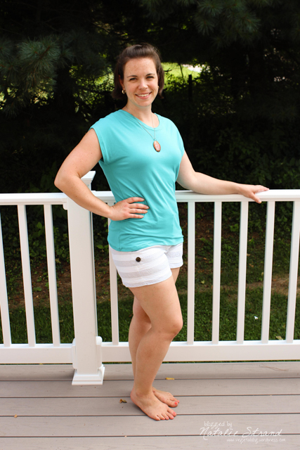 Blanc tee made from aqua rayon/spandex (95%/5%) jersey knit. I'm learning how to attach a jersey binding. Free pattern from Melissa Mora/Blank Slate Patterns