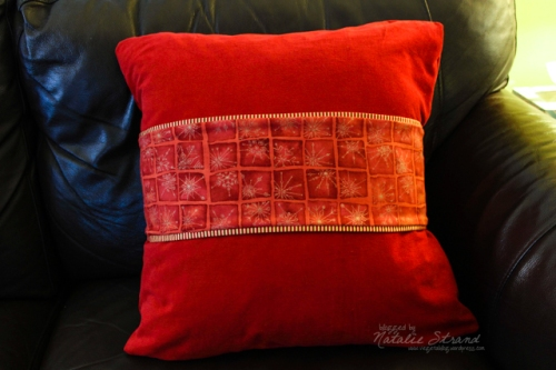pillow with reversible band